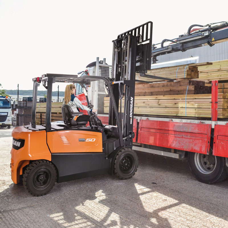 Electric Forklift Trucks - Electric Forklift (4 to 5 ton)